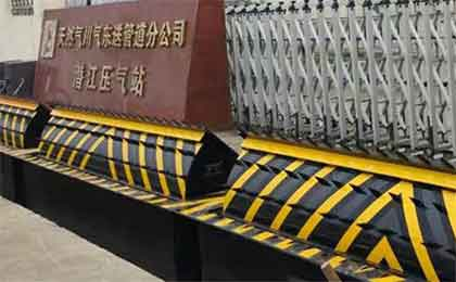 液压翻板式路障机用途功能